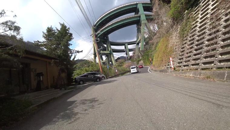 昨日通った河津ループ橋の下を通ります