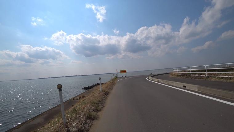 突然の90度ターン等が突然現れます。 速度を出して走るのは危険です。景色を楽しみながら気持ちよく走りましょう