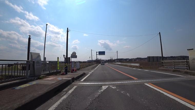 霞ヶ浦大橋からすぐ左に入って湖沿いを走りたかったのでが、通行止め。。 すこし迂回します