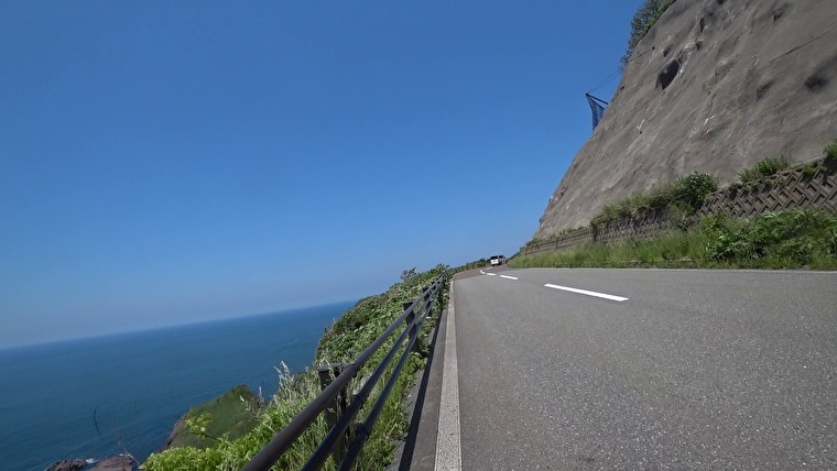 次の目的地「八望台」へ向かいます 海沿いを北上していきます 車も少なく、起伏があるワイディングロードが続きます この辺りが今回一番楽しく運転していた気がします