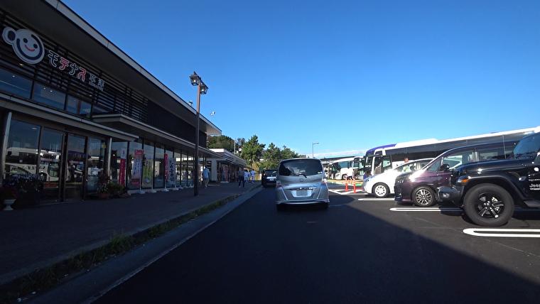 京都と草津の少し前で渋滞してましたが、ここまで順調に進んできました 草津PAに到着です。ここで朝食休憩します