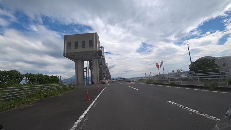 諫早市と雲仙市を結ぶ8515メートルを誇る真っすぐの道です 諫早から入っていきます