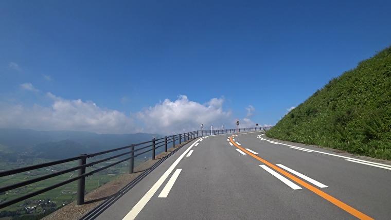 今日のツーリングの目玉、阿蘇へ向かいます 阿蘇南の吉田線から入っていきましたが、すでに景色がすごいです