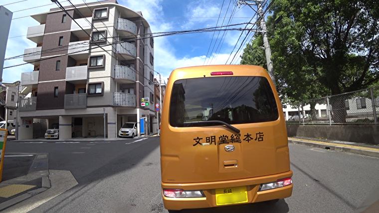 今日は長崎市内から開始です。 文明堂総本店の車が前に。長崎らしくていいですね。