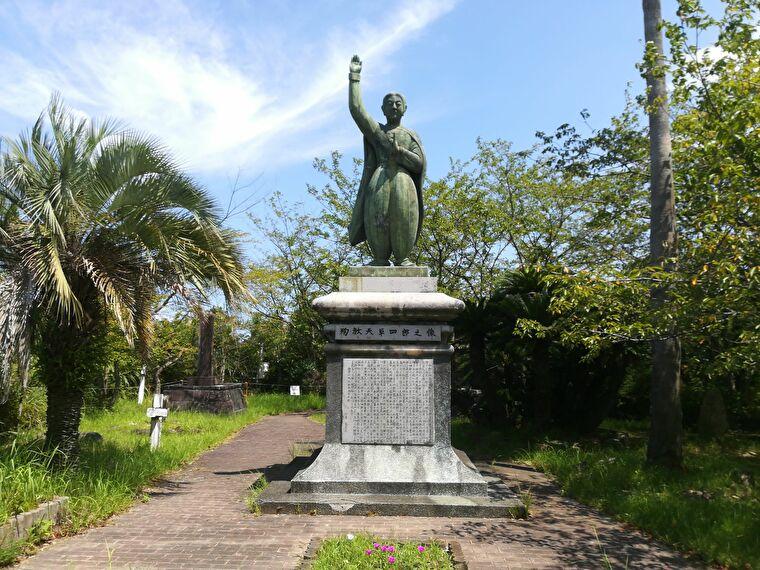 天草四郎の銅像もあります
