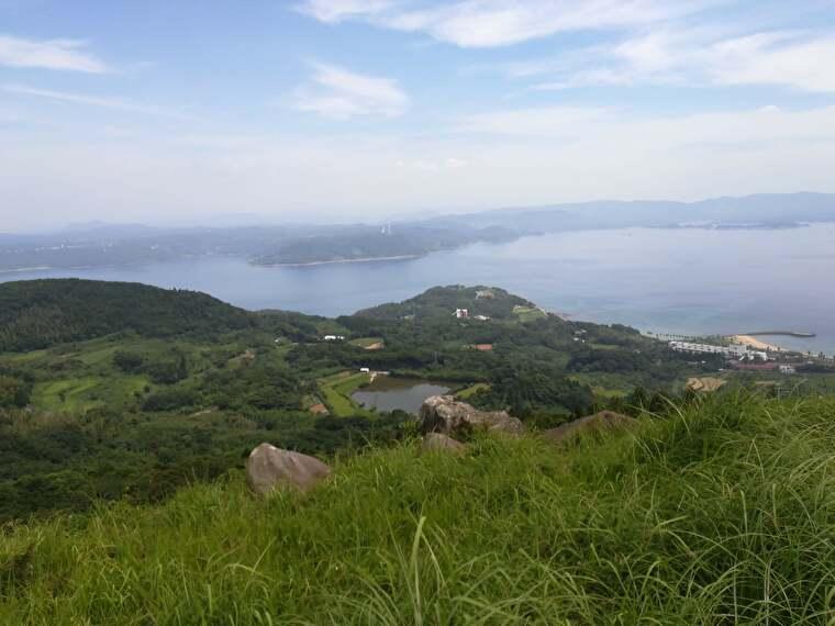 丘の上から見ると絶景が広がってます (丘を登るのに大量の汗はかきましたが・・・)
