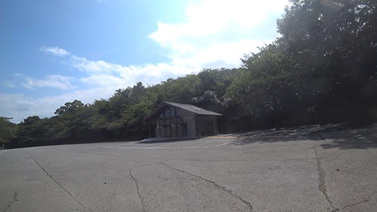 天草五橋を全部見渡せ天草松島を眺望できるスポットへ 駐車場にバイクを置いてプチ登山開始