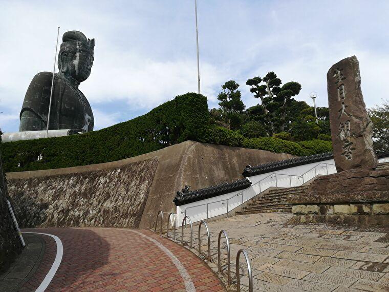 ブロンズ像としては日本屈指の大きさを誇るらしいです