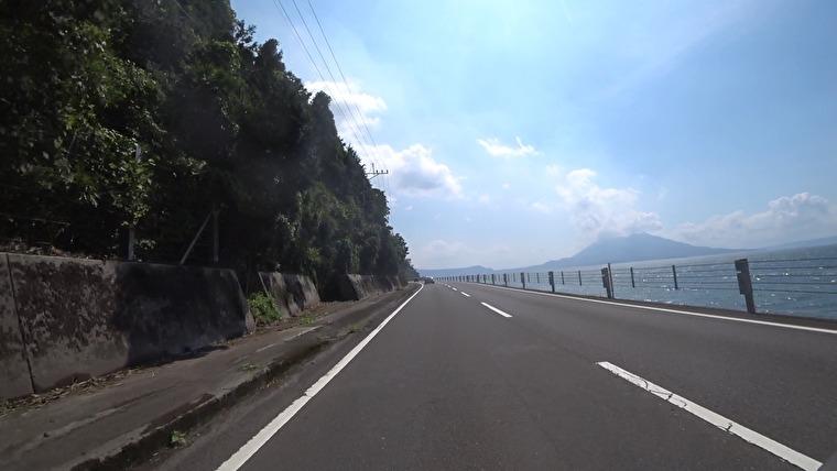 一気に鹿児島へ向かいます 桜島はフェリーでも行けますが、桜島を眺めながら走りたかったので鹿児島湾沿いの道を進みます