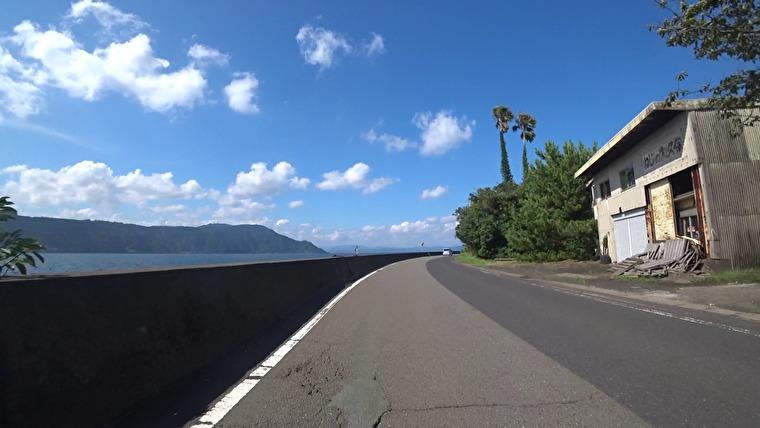 島の北側は海沿いを走れて気持ちいいです 何故か車も少なく最高