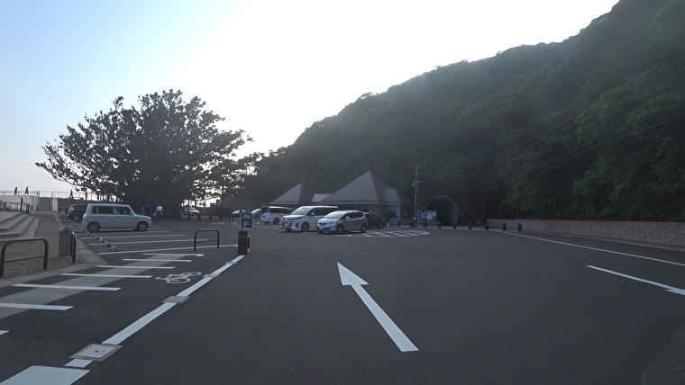北緯31度線モニュメントからすぐのところに駐車場があります