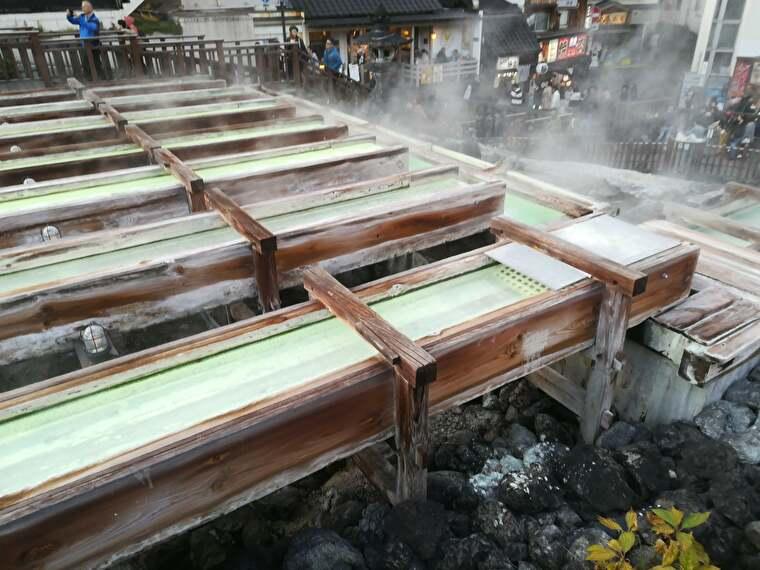 次は日本三名泉の一つ草津温泉へ 一番有名だと思われる湯畑源泉