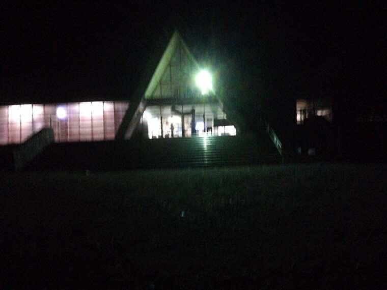 既にあたりは真っ暗ですが、群馬県と新潟県を結ぶ上越線の土合駅にきました
