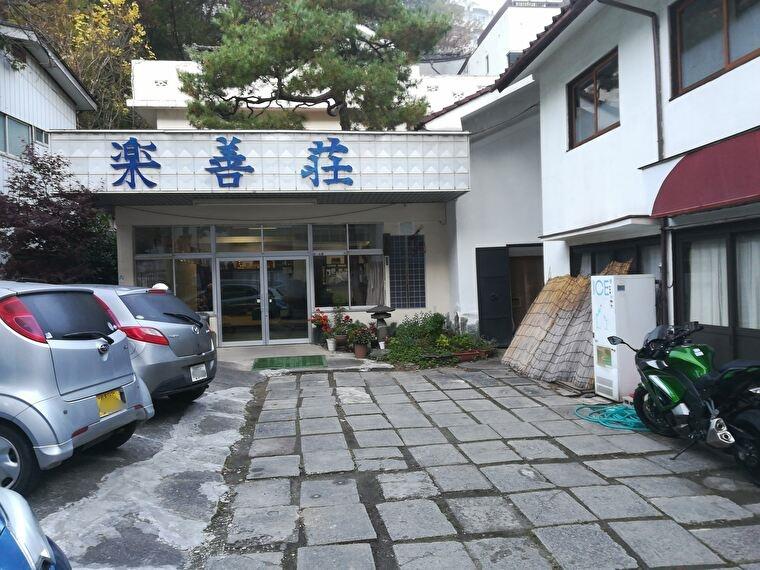 今日の宿ホテル 老神温泉湯元楽善荘に到着 さすがに日が暮れた後の11月は寒かった。こういうときの温泉が最高に気持ちが良かったです